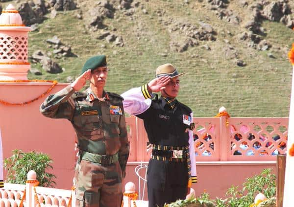 Northern Army Commander Lt General D S Hooda at Drass, Kargil. Photo: Ministry of Defense