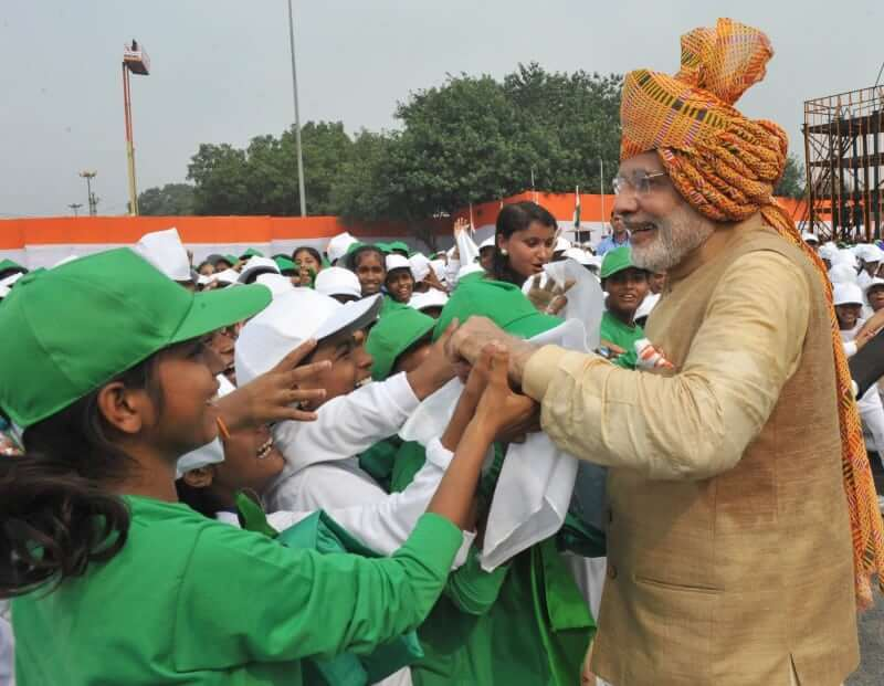 The Prime Minister, Narendra Modi interacting with the school children after addressing the Nation on the occasion of 69th Independence Day.(PIB)