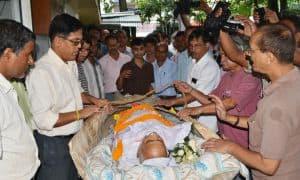 Journalists pay tribute to journalist Hiten Mahanta