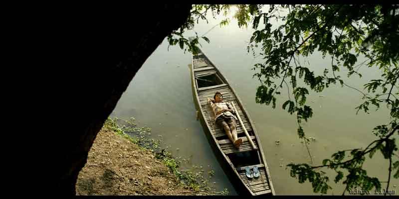 maj rati keteki, in boat