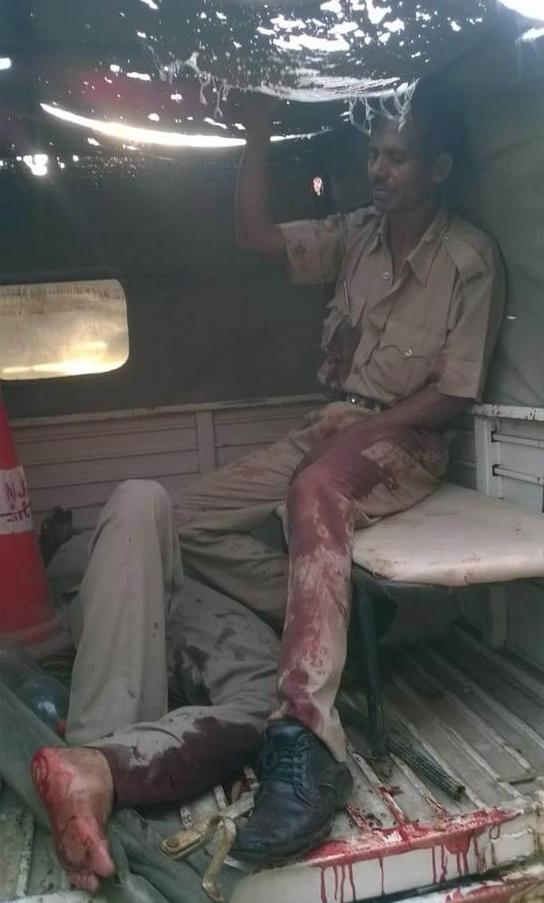 Injured police in the back of a vehicle. Photo: courtesy The Indian Express