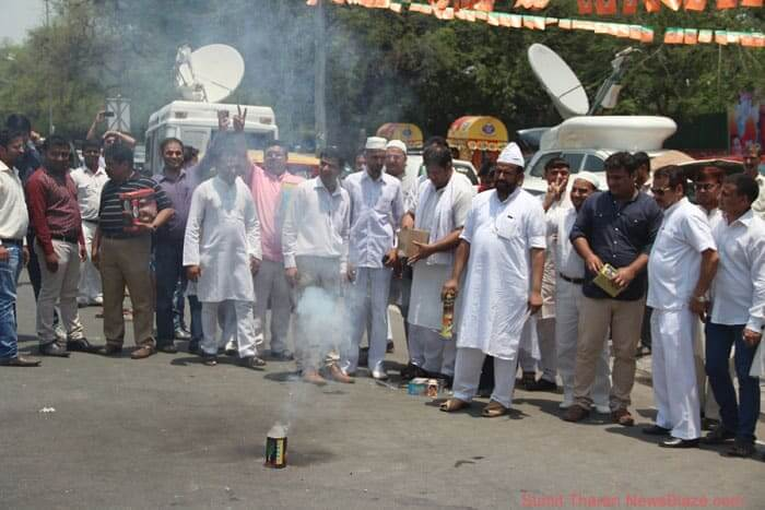 people celebrate bjp win