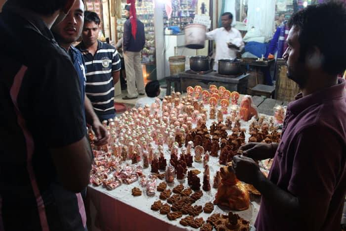 A large number of shopkepers keep these figurines ready for the people.