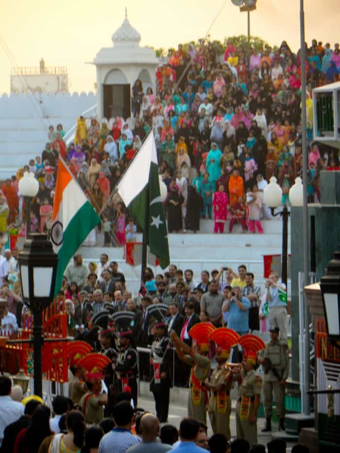 Indians and Pakistanis suffer the political impasse