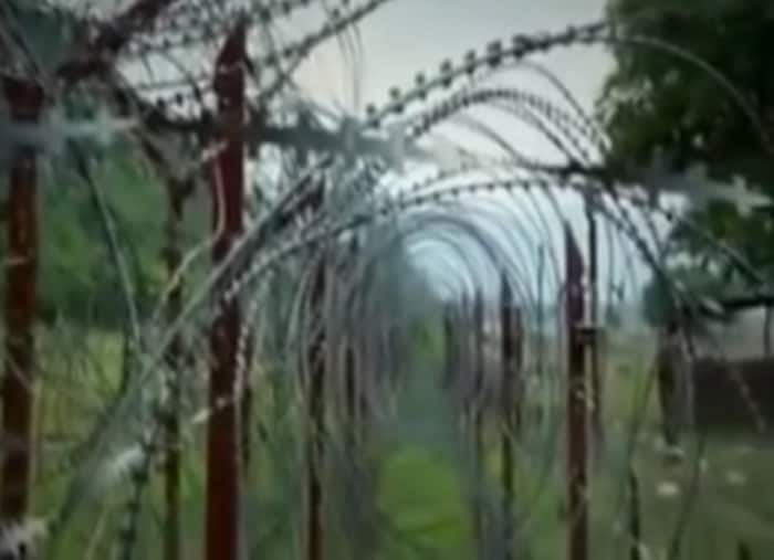 Barbed wire on Line of Control, Kashmir